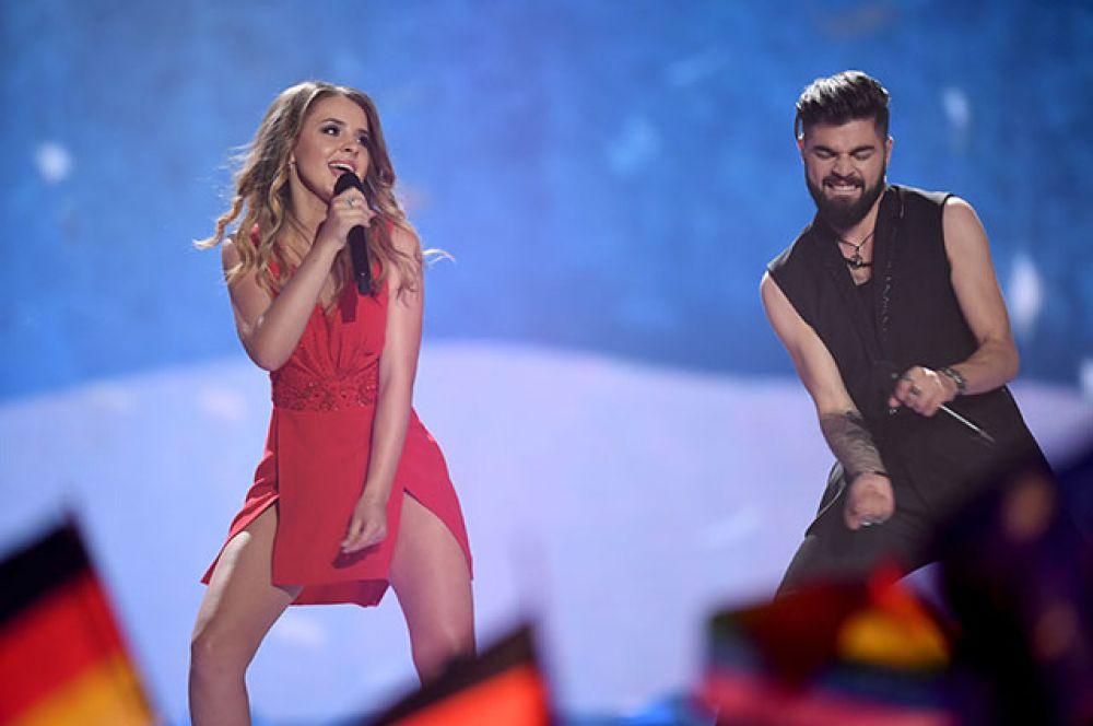 Румыния заняла седьмое место. На конкурсе страну представлял дуэт Илинка и Алекс Флоря, исполнивший песню «Yodel It!» («Спойте йодлем!»).