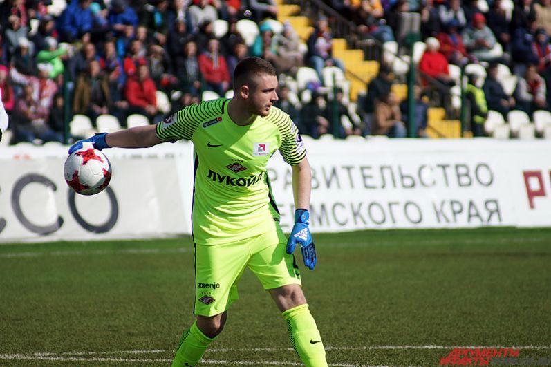 В составе «Спартака» на ворота вышел Александр Селихов, перешедший из «Амкара» в московский клуб зимой этого года.