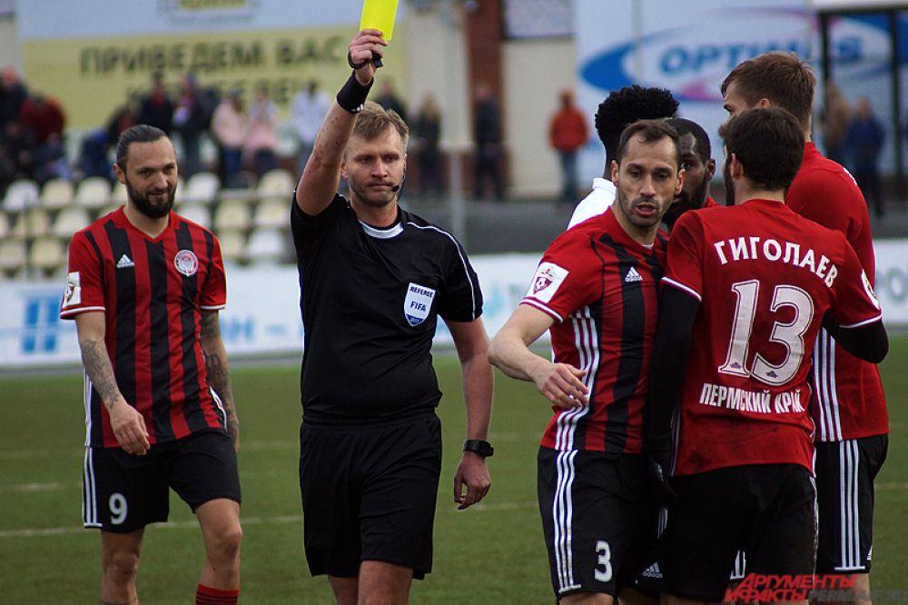 Жёлтую карточку получил игрок «Амкара» Петар Занев.