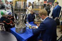 Пермяки сфотографировались с кубками и получили автографы Евгения Кетова