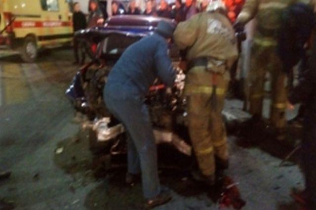 Серьезное ДТП вцентре Рязани: иностранная машина въехала в сооружение суда