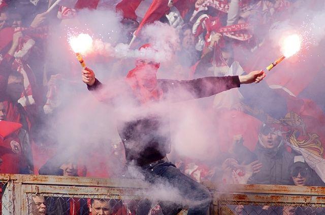 На матче с «Амкаром» болельщики гостей многократно нарушили регламент соревнований