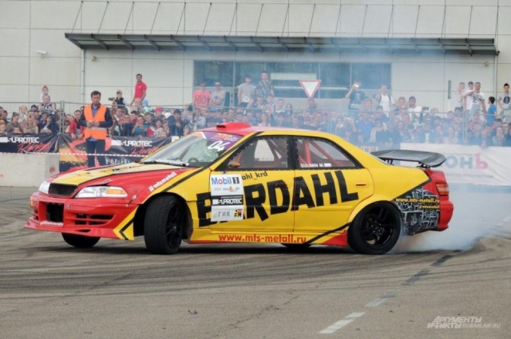 За рулем этого автомобиля - пилот Максим Сулимин из Краснодара, занявший 3 место в личном зачете.