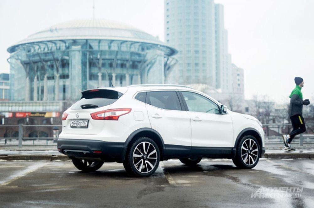 Nissan Qashqai к своему десятилетию  на российском рынке тоже попал  в разряд льготников. Переднеприводная  версия в неплохой комплектации XE с 2,0-литровым бензиновым мотором и с вариатором оценивается в 1353 000 рублей.