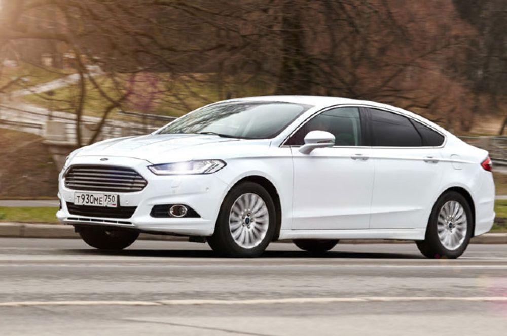 В льготную ценовую категорию теперь попадают и начальные комплектации Ford Mondeo с 2,5-литровым 149-сильным мотором и 6-ступенчатым автоматом. Автомобиль неплохо укомплектован  и радует хорошей экономичностью. Его цена начинается от 1 350 000 рублей.