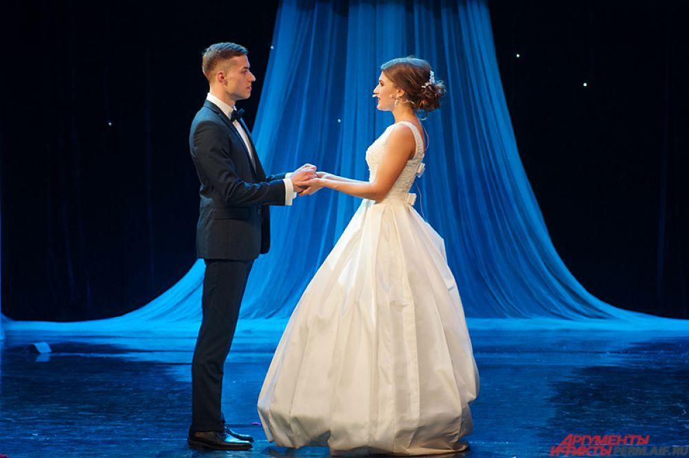 В заключении прошёл один из самых трогательных моментов вечера. Перед зрителями невесты нестандартно признавались в любви своим мужьям.
