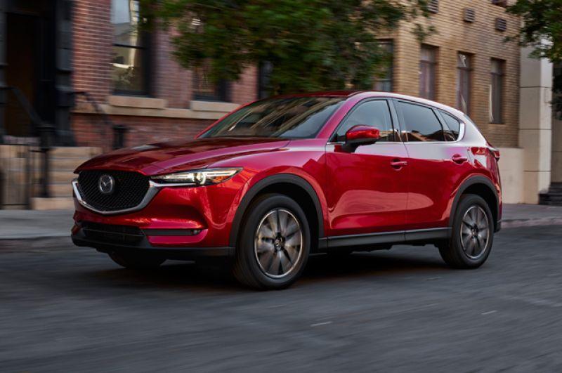 В списки будущих бестселлеров затесалась и потенциальная бомба: Mazda CX-5. Кроссовер с передним приводом и с 6-ступенчатым автоматом стоит как раз 1 450 000 рублей. Учитывая имидж марки, покупателям он придется по вкусу.