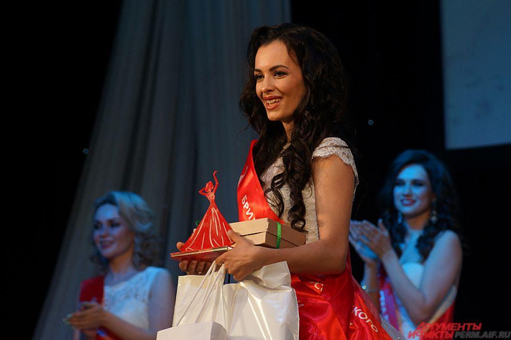 «Бриллиантовая жена России» – Анжелика Кардашевская.