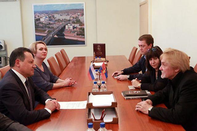 Глава Красноярска встретился с артистом Владимиром Васильевым.