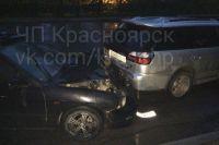Мужчину зажало между автомобилями.