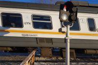 В Кузбассе подростки камнем разбили окно поезда, никто не пострадал.