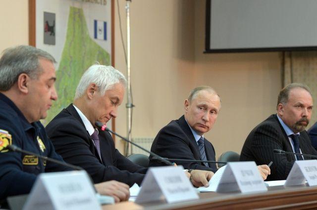 Владимир Путин на совещании в Иркутске.