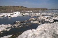 Лед на реке, имеющий голубой оттенок, считается очень прочным.