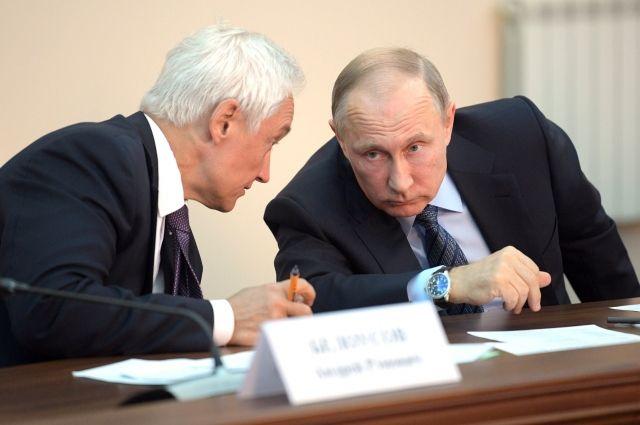 Владимир Путин с помощником Президента Андреем Белоусовым на совещании по ликвидации последствий паводков и пожаров.