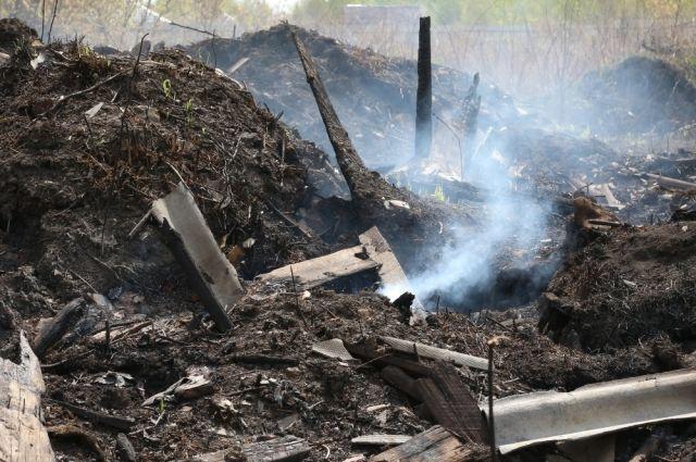 К моменту прибытия пожарных, дом полностью сгорел.