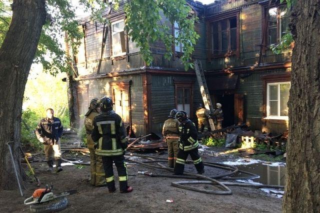 Вночь навторник вБарнауле сгорела крыша двухэтажного многоквартирного дома