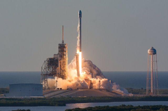 ВоФлориде стартовала ракета-носитель Falcon 9 скоммуникационным спутником