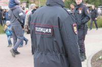 В Надыме пьяный мужчина разорвал форму полицейского.