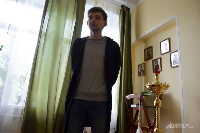 Руслан Соколовский в молельной комнате екатеринбургского хосписа.