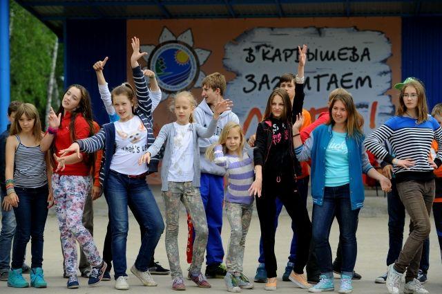 Дети с удовольствием ездять в лагерь из года в год.