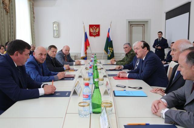 Рамазану Абдулатипову представили нового руководителя СКР поДагестану