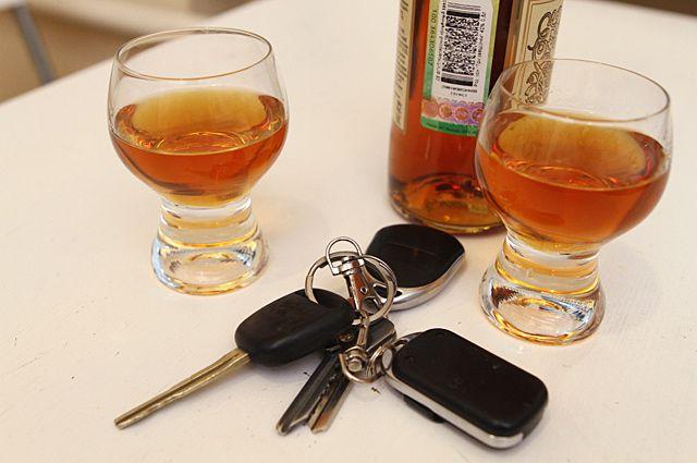 Мужчина ехал на машине будучи пьяным.