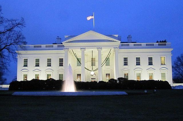 Секретная служба задержала правонарушителя, пытавшегося перелезть через ограду Белого дома