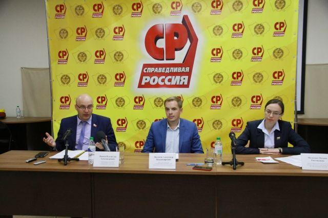 Владислав Вакаев, Александр Молотов и Оксана Молодых.