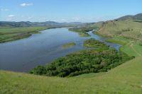 Учёные уверены, что если перегородить русло Селенги двумя гидросооружениями, то мож - но остаться и без  реки, и без Байкала.
