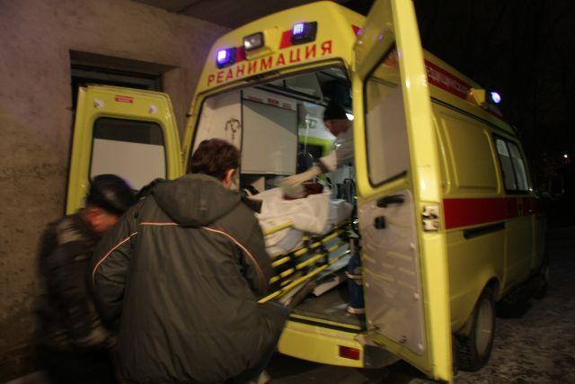Пострадавшую девушку на скорой увезли в больницу и прооперировали.