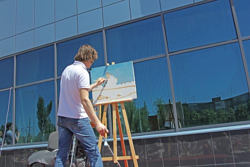 Более 250 ростовчан одновременно приняли участие в  создании копии картины «Морской пейзаж» великого русского художника Ивана Айвазовского.