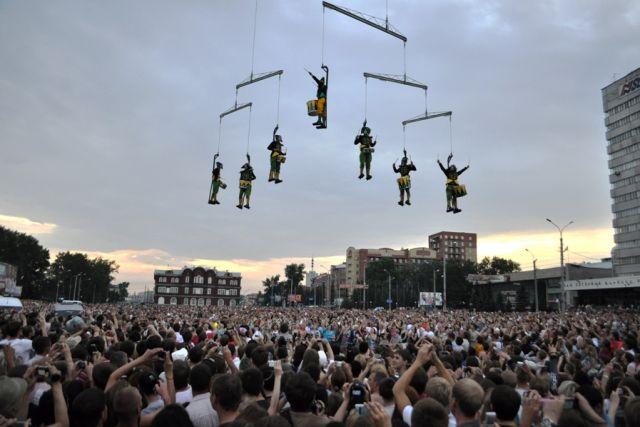 Так проходил фестиваль уличных театров в Архангельске в 2011 году