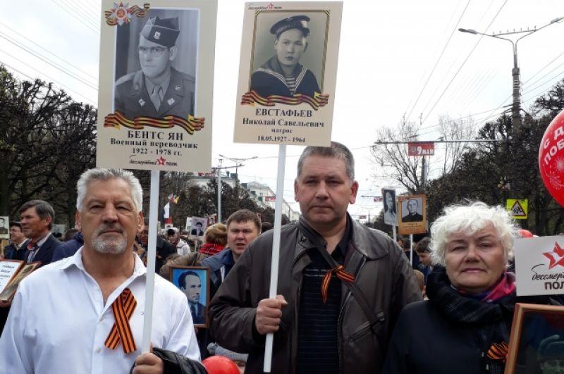 Сын Яна Бентса Ричард Бентс (слева в белой рубашке)