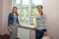 Настя Калинина и Наталья Дашкевич - новосёлы Рябиновки.