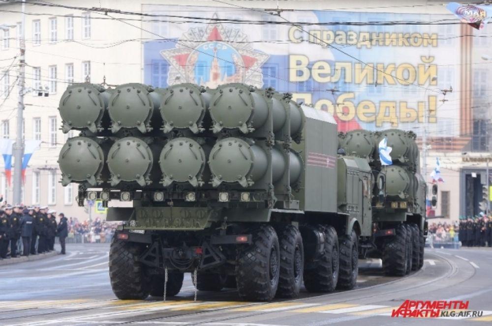 Береговое ракетное соединение под Калининградом сформировало дивизионы ракетных комплексов «Бал» и «Бастион», другое ракетное соединение БФ завершает подготовку инфраструктуры под новые ракетные комплексы. Новая техника впервые в этом году проехала по главной площади Калининграда 9 мая.