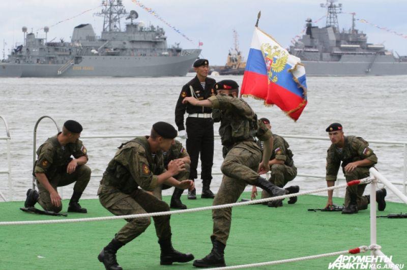 Экипажи кораблей Балтийского флота регулярно отрабатывают курсовые задачи в море, несут боевые вахты в различных районах Мирового океана.