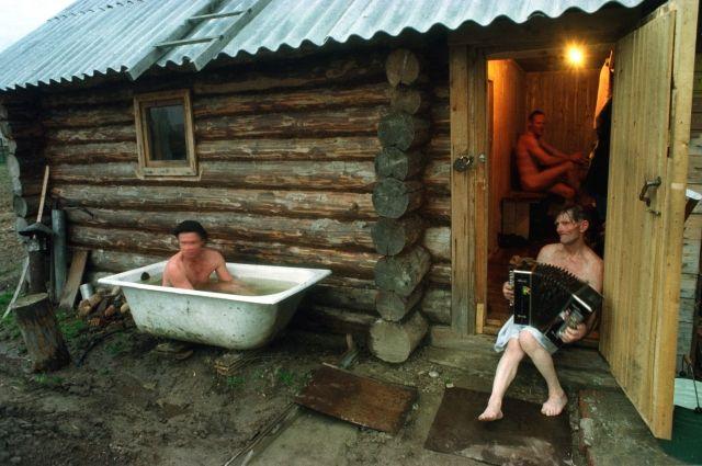 Тем, у кого нет водонагревателя, можно отправиться в баню.