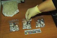 Обвиняемые занимались сбытом наркотиков бесконтактным способом.