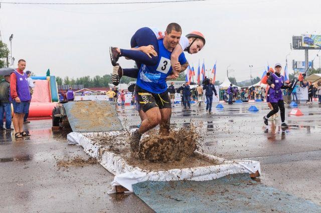 Чемпионат по ношению жён проходит в Красноярске в пятый раз.