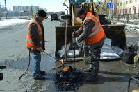 В Надыме начался ямочный ремонт дорог.