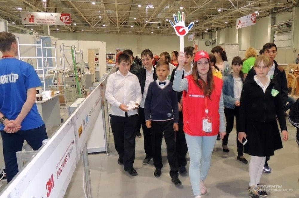 По площадкам чемпионата проводят экскурсии для школьников со всей Кубани.