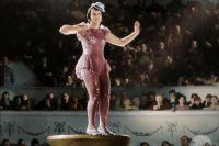 Любовь Орлова на съёмках эпизода в цирке получила ожоги, но номер исполнила.