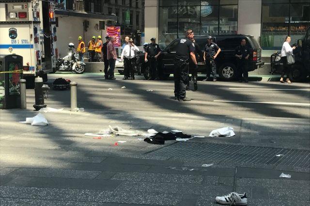 ВНью-Йорке автомобиль протаранил толпу, есть погибшие