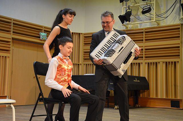 Рома Семеряк и сам играет на благотворительных концертах