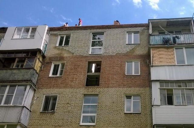 Стены поврежденной при взрыве пятиэтажки восстановили в Таганроге