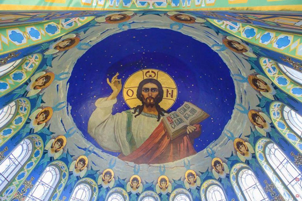 Вознесенский собор был заложен и освящен при основании города Новочеркасска в 1805 году в праздник Вознесения.