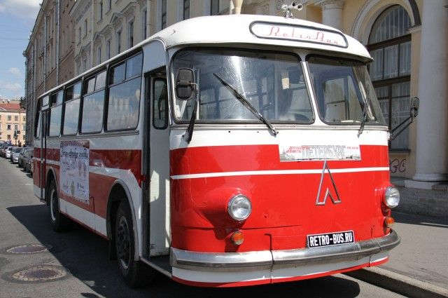Парад ретро-транспорта ограничит движение в центре Петербурга