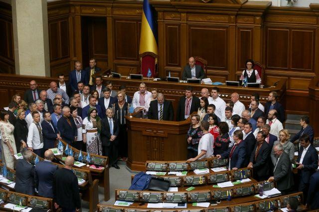 На Украине генпрокуратура требует лишить неприкосновенности трех депутатов