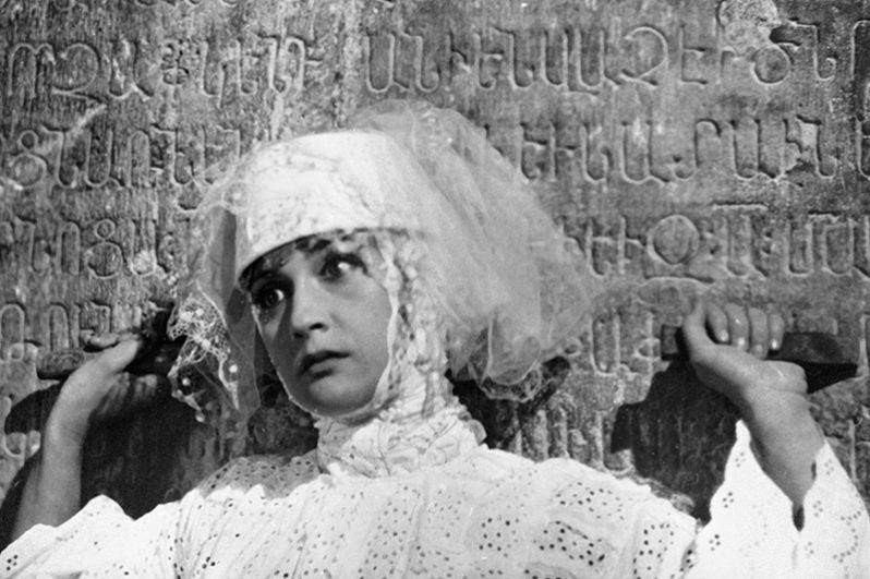 Грузинская актриса Софико Чиаурели в фильме Сергея Параджанова «Цвет граната». 1969 год.