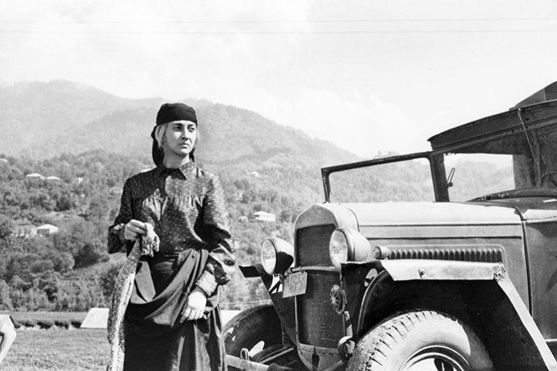Кадр из фильма «Думы матери» режиссеров Шота и Нодара Манагадзе. В главной роли - Софико Чиаурели. 1971 год.